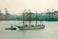 船の科学館にて海王丸を見送る