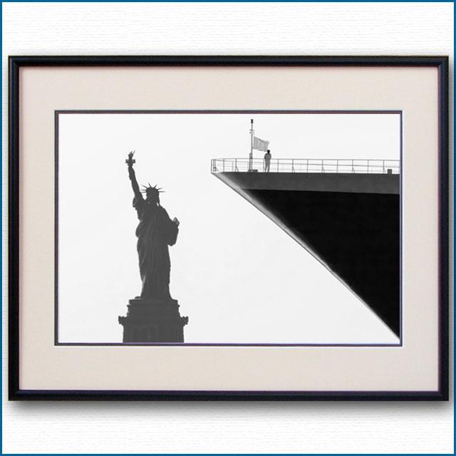 2003年 客船クイーンメリー2と自由の女神の写真 2483LL