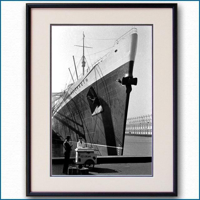 1949年 客船クイーンエリザベスとアイスクリームスタンドの写真 3325LL