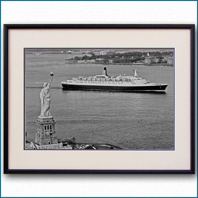1986年 客船クイーンエリザベス2と自由の女神の写真 3328LL